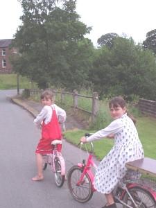 bethandelizaonbikesjune2004